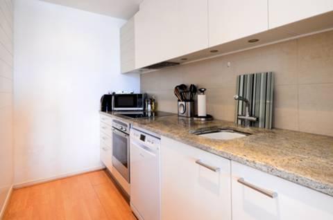 <b>Kitchen</b><span class='dims'> 9'11 x 5'6 (3.02 x 1.68m)</span>
