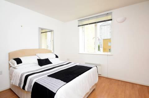 <b>Second Bedroom</b><span class='dims'> 17'5 x 12'4 (5.31 x 3.76m)</span>