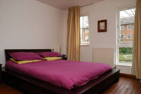 <b>Second Bedroom</b><span class='dims'> 11'9 x 11'3 (3.58 x 3.43m)</span>