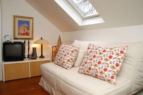 <b>Main Bedroom</b><span class='dims'> 21'6 x 8'9 (6.55 x 2.67m)</span>