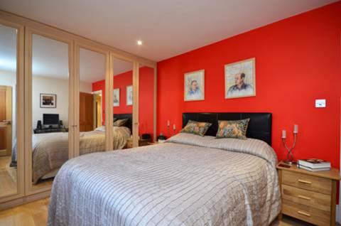 <b>Master Bedroom</b><span class='dims'> 14&#39;8 x 11&#39;5 (4.47 x 3.48m)</span>