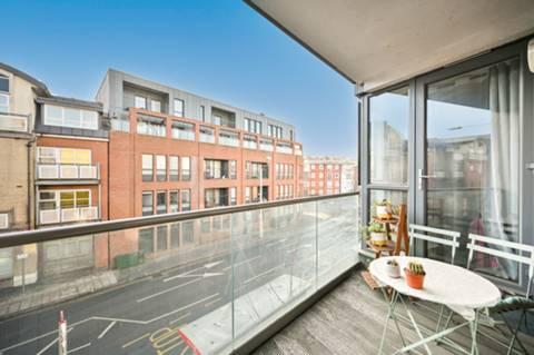 <b>Open-Plan Kitchen</b><span class='dims'> 9&#39;3 x 6&#39;9 (2.82 x 2.06m)</span>