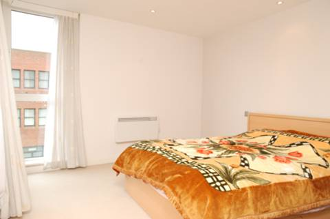 <b>Bedroom</b><span class='dims'> 14&#39;3 x 11&#39;6 (4.34 x 3.51m)</span>