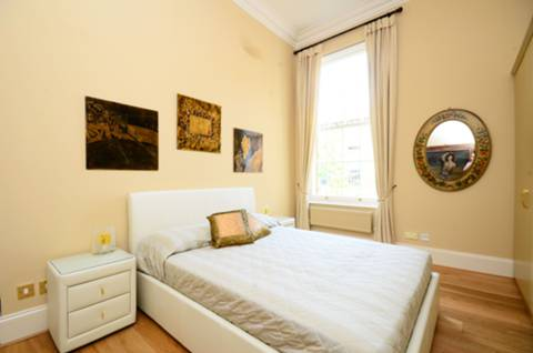 <b>Second Bedroom</b><span class='dims'> 14'9 x 12'3 (4.50 x 3.73m)</span>