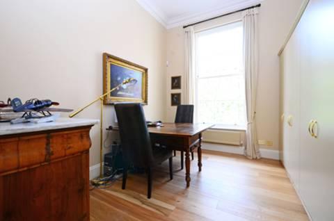 <b>Third Bedroom</b><span class='dims'> 14'9 x 13' (4.50 x 3.96m)</span>