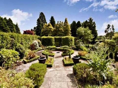 Garden in GU22