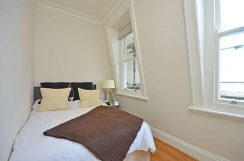 <b>Bedroom</b><span class='dims'> 11&#39;9 x 10&#39;1 (3.58 x 3.07m)</span>
