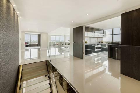 <b>Kitchen</b><span class='dims'> 21&#39; x 13&#39;9 (6.40 x 4.19m)</span>