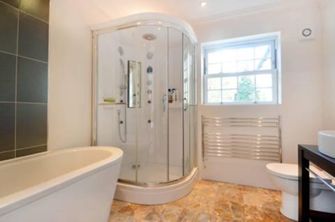 <b>En Suite Bathroom</b><span class='dims'> 9'8 x 9' (2.95 x 2.74m)</span>