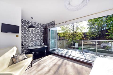 Master Bedroom in SW19