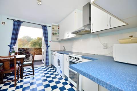<b>Kitchen</b><span class='dims'> 12&#39;3 x 9&#39;7 (3.73 x 2.92m)</span>