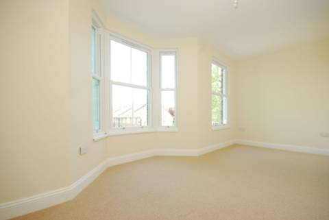 <b>Bedroom</b><span class='dims'> 18' x 10'5 (5.49 x 3.17m)</span>