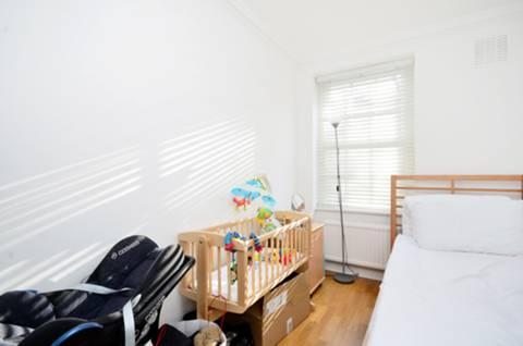 <b>Second Bedroom</b><span class='dims'> 13'4 x 6'8 (4.06 x 2.03m)</span>