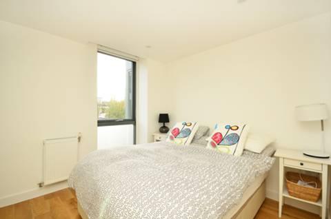 <b>Master Bedroom</b><span class='dims'> 10&#39;1 x 8&#39;6 (3.07 x 2.59m)</span>