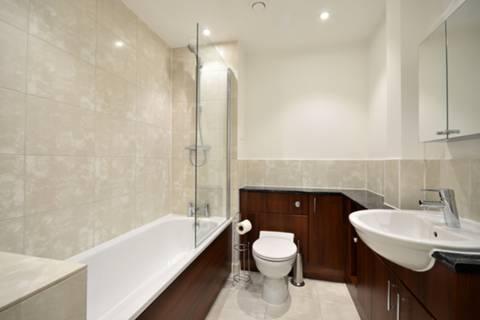 <b>Bathroom</b><span class='dims'> 7'5 x 6'6 (2.26 x 1.98m)</span>