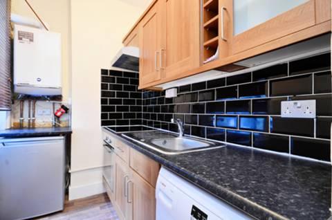 <b>Kitchen</b><span class='dims'> 11'3 x 5'2 (3.43 x 1.57m)</span>