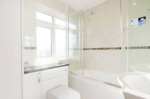<b>Bathroom</b><span class='dims'> 8&#39;2 x 6&#39; (2.49 x 1.83m)</span>