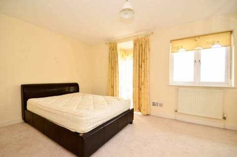 <b>Second Bedroom</b><span class='dims'> 15'9 x 10' (4.80 x 3.05m)</span>