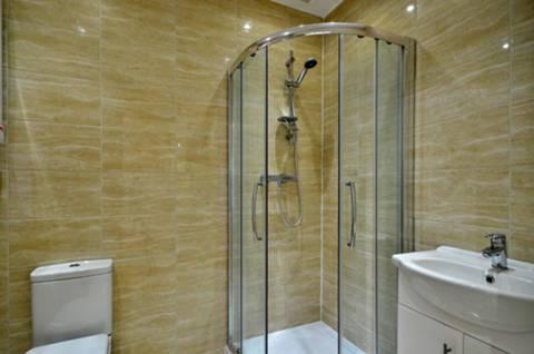 <b>Shower Room</b><span class='dims'> 7' x 5' (2.13 x 1.52m)</span>