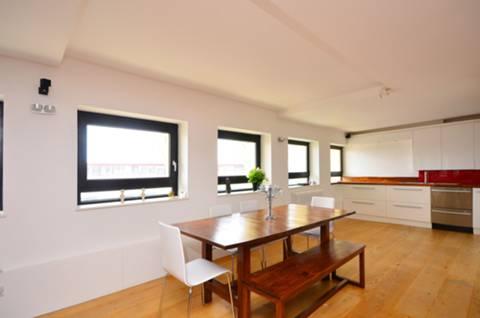 <b>Reception Room</b><span class='dims'> 37'10 x 16'11 (11.53 x 5.16m)</span>