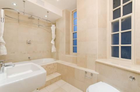 <b>Bathroom</b><span class='dims'> 11'10 x 6'6 (3.61 x 1.98m)</span>