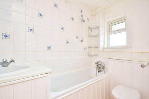 <b>Bathroom</b><span class='dims'> 8'10 x 4'11 (2.69 x 1.50m)</span>