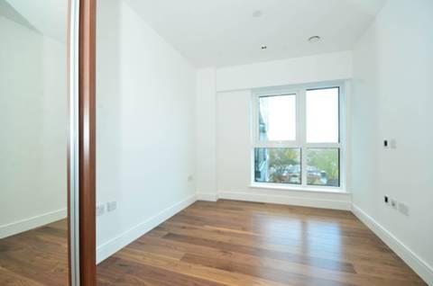 <b>Bedroom</b><span class='dims'> 12'10 x 8'4 (3.91 x 2.54m)</span>