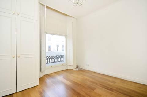<b>Master Bedroom</b><span class='dims'> 11'9 x 10'9 (3.58 x 3.28m)</span>