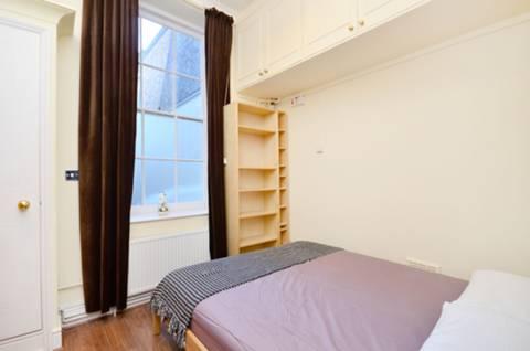 <b>Bedroom</b><span class='dims'> 12' x 10'3 (3.66 x 3.12m)</span>