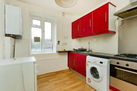 <b>Kitchen</b><span class='dims'> 9&#39;1 x 8&#39;6 (2.77 x 2.59m)</span>