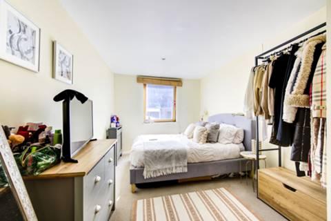 <b>Second Bedroom</b><span class='dims'> 12'5 x 11'3 (3.78 x 3.43m)</span>