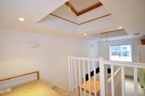<b>Master Bedroom</b><span class='dims'> 20&#39; x 9&#39; (6.10 x 2.74m)</span>