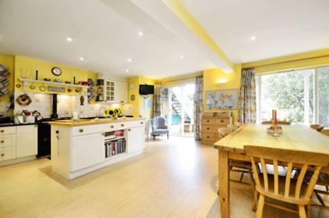 Kitchen/Breakfast Room in SW15