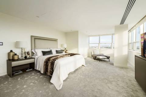 <b>Master Bedroom</b><span class='dims'> 26&#39;4 x 15&#39;2 (8.03 x 4.62m)</span>