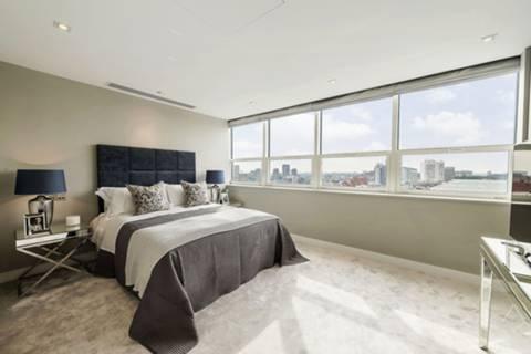 <b>Second Bedroom</b><span class='dims'> 16&#39;2 x 10&#39;10 (4.93 x 3.30m)</span>