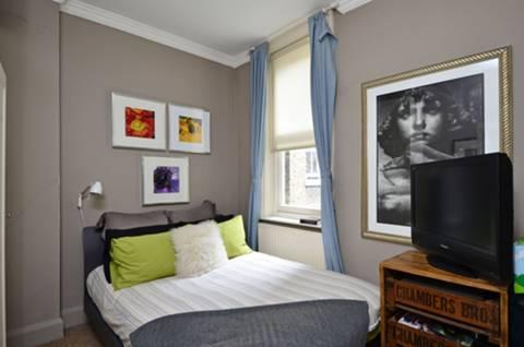 <b>Second Bedroom</b><span class='dims'> 9'11 x 9'5 (3.02 x 2.87m)</span>