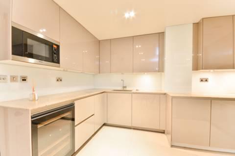 <b>Kitchen</b><span class='dims'> 12'8 x 18'5 (3.86 x 5.61m)</span>