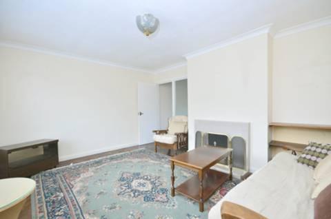 <b>Reception Room</b><span class='dims'> 14'8 x 12'3 (4.47 x 3.73m)</span>