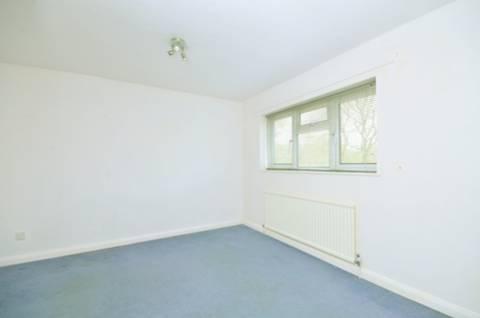 <b>Second Bedroom</b><span class='dims'> 11'6 x 11'3 (3.51 x 3.43m)</span>