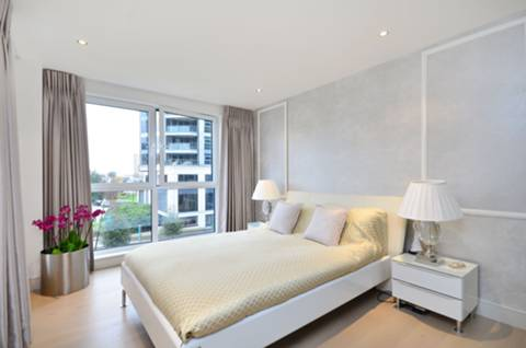 <b>Master Bedroom</b><span class='dims'> 18&#39; x 10&#39;2 (5.49 x 3.10m)</span>