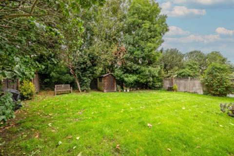 <b>Kitchen</b><span class='dims'> 9'5 x 5'1 (2.87 x 1.55m)</span>