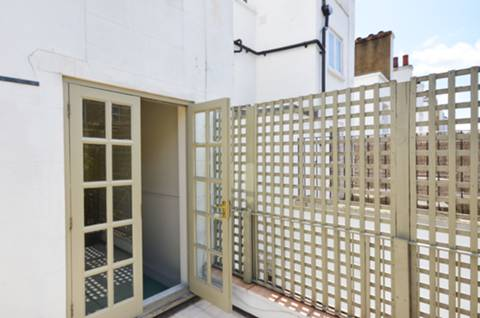 <b>Roof Terrace</b><span class='dims'> 10'5 x 8' (3.17 x 2.44m)</span>