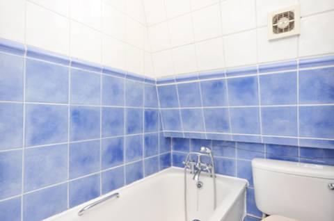 <b>Second Bathroom</b><span class='dims'> 5'8 x 5'6 (1.73 x 1.68m)</span>