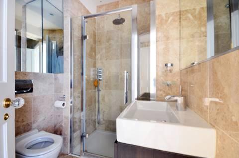 <b>Second Shower Room</b><span class='dims'></span>