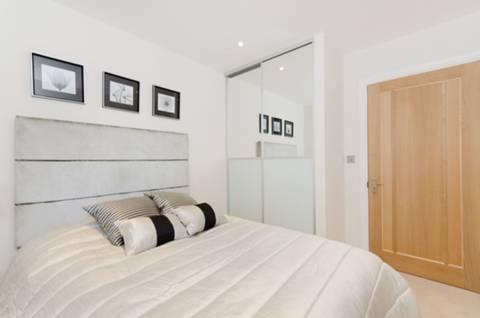 <b>Second Bedroom</b><span class='dims'> 10'4 x 8'7 (3.15 x 2.62m)</span>
