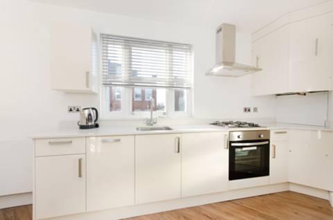 <b>Kitchen</b><span class='dims'> 12'4 x 12'1 (3.76 x 3.68m)</span>