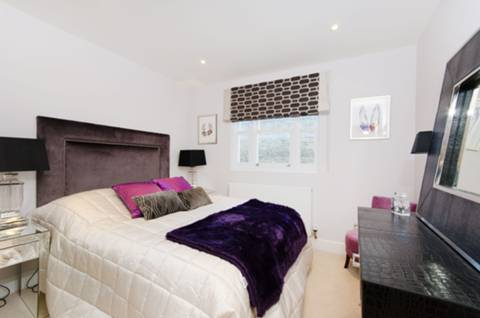 <b>Master Bedroom</b><span class='dims'> 12'1 x 10'2 (3.68 x 3.10m)</span>