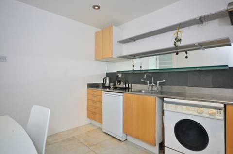 <b>Kitchen</b><span class='dims'> 10&#39;6 x 10&#39;2 (3.20 x 3.10m)</span>