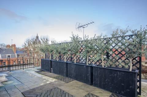 <b>Roof Terrace</b><span class='dims'> 23' x 19'4 (7.01 x 5.89m)</span>