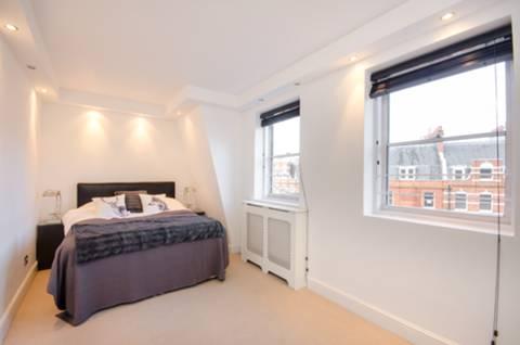 <b>Bedroom</b><span class='dims'> 20&#39; x 8&#39;6 (6.10 x 2.59m)</span>